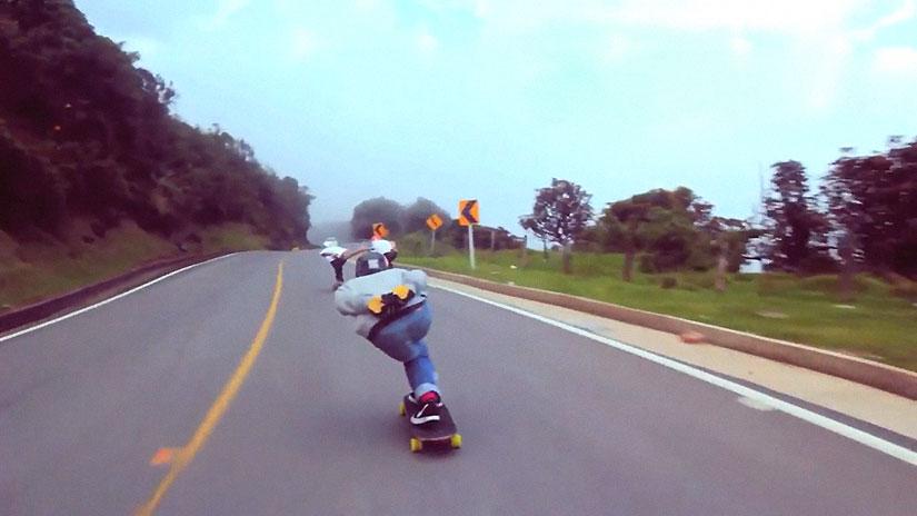 40sk8-Longboard-Colombia-patinando-entre-nubes
