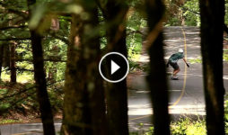 Un vídeo con downhill freeride slide freestyle y algo de dance Destacada