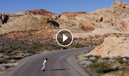 Video Lotfi Lamaali longboard en el desierto destacada