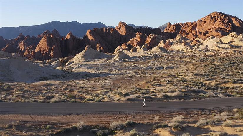 Video Lotfi Lamaali longboard en el desierto